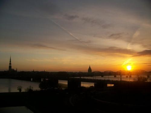 Sonnenaufgang (100_1021.JPG) wird geladen. Eindrucksvolle Fotos aus Lettland erwarten Sie.