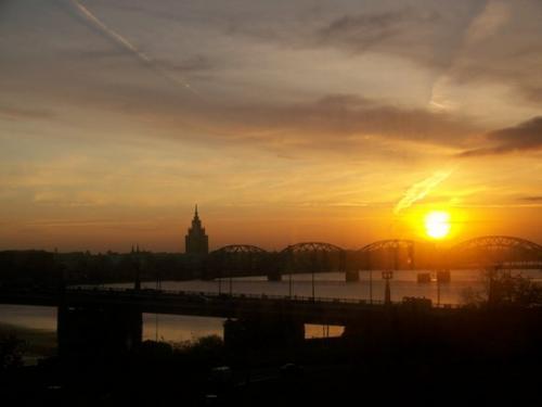 Sonnenaufgang (100_1022.JPG) wird geladen. Eindrucksvolle Fotos aus Lettland erwarten Sie.