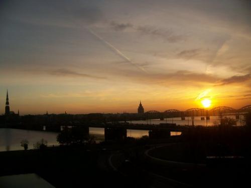 Sonnenaufgang (100_1024.JPG) wird geladen. Eindrucksvolle Fotos aus Lettland erwarten Sie.