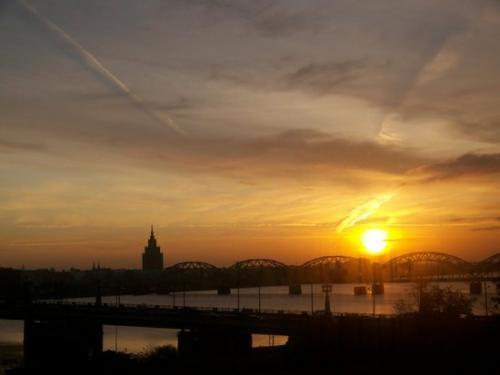 Sonnenaufgang (100_1025.JPG) wird geladen. Eindrucksvolle Fotos aus Lettland erwarten Sie.